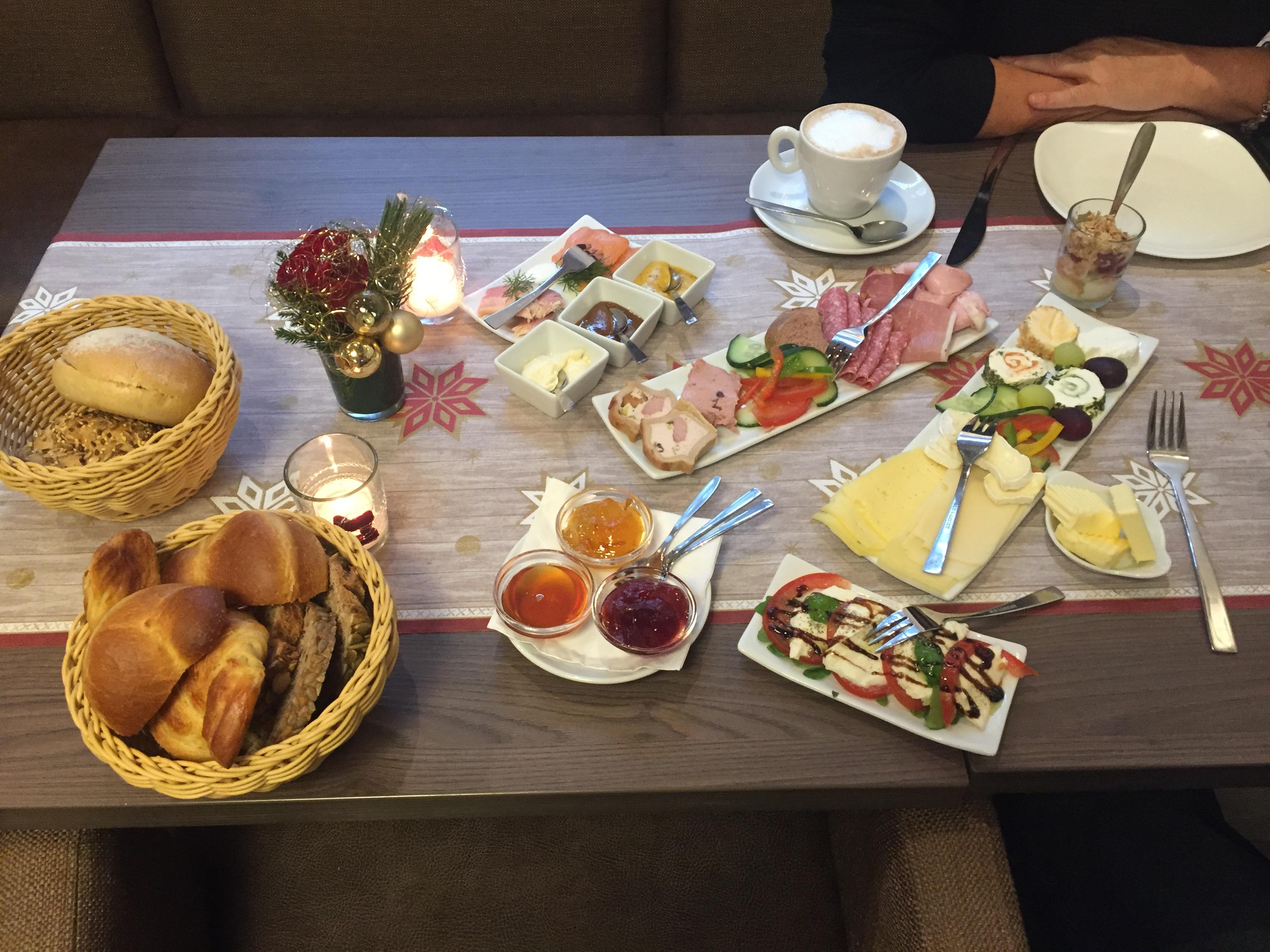 festliches Frühstück im Alten Rathaus Café